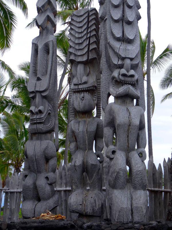 Wooden ki'i (Tiki sculptures) at Pu'uhonua o Honaunau National Park, Big Island, Hawaii