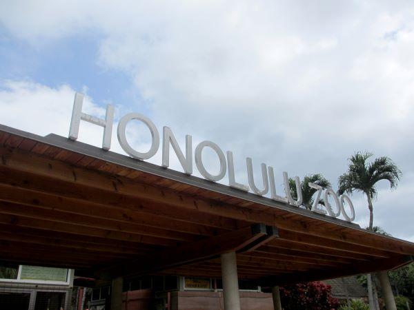 Honolulu Zoo entrance sign