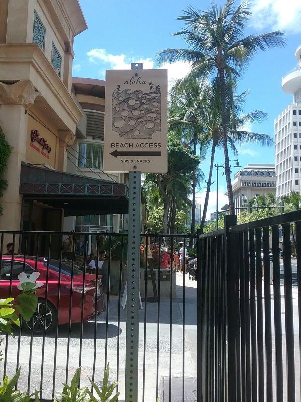 Beach access sign in Waikiki